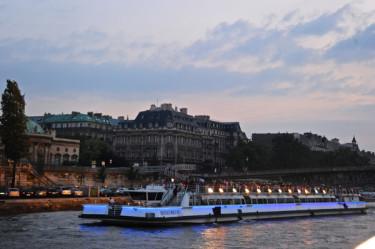 Stillwell_Paris_Bateaux_Mouches_Dusk