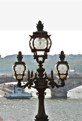 Stillwell_Paris_Lamp_Bateau