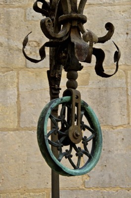Stillwell_Paris_Cluny_Well_Pulley