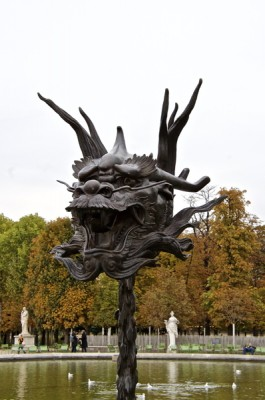 Stillwell_Paris_DragonAtFountain