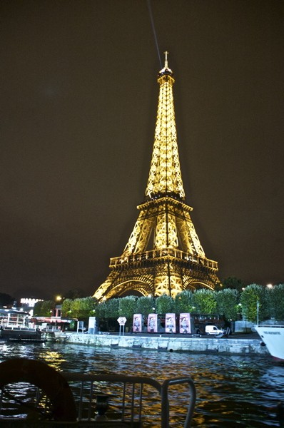 Stillwell_Paris_Eiffel_Tower_Batobus