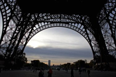 Stillwell_Paris_Eiffel_Tower_Daybreak