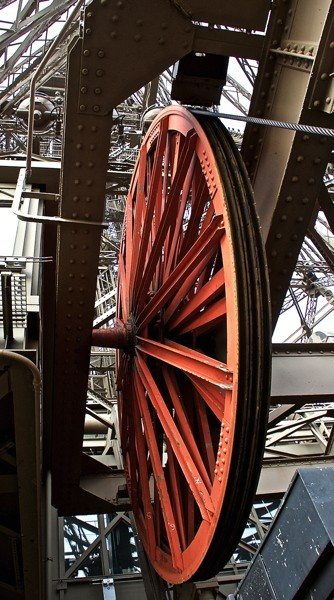 Stillwell_Paris_Eiffel_Tower_Red_Wheel