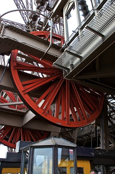Stillwell_Paris_Eiffel_Tower_Red_Wheels