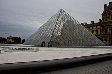 Stillwell_Paris_Empty_Refecting_Pools_Pyramid_Louvre_3