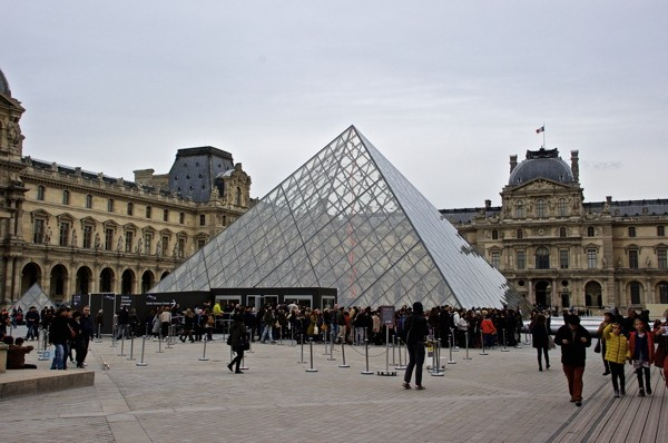 Stillwell_Paris_Pyramid_Louvre_2